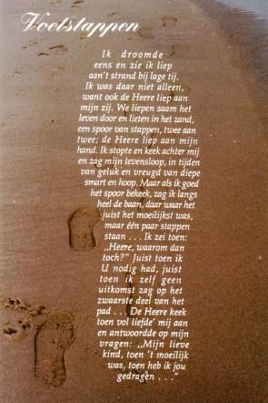 voetstappen-in-het-zand-011